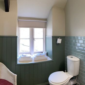 Courtyard Suite - Bathroom