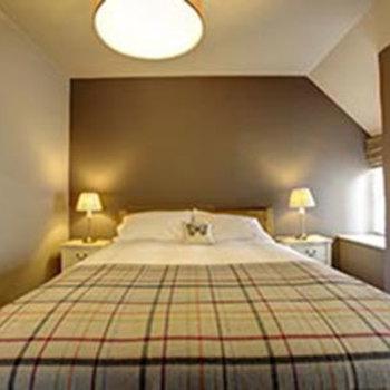 Courtyard Suite - Bedroom